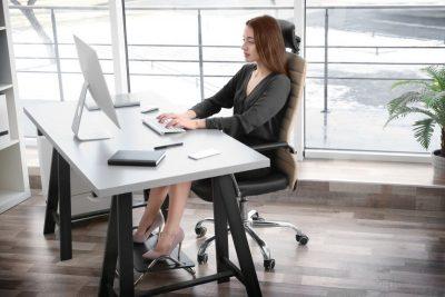 σωστή στάση σώματος στο γραφείο